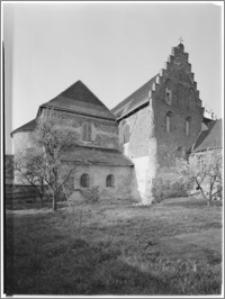 Strzelno. Klasztor panien norbertanek. Widok od strony wschodniej