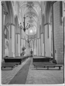 Stargard Szczeciński. Kościół parafialny [ob. Kolegiata NMP Królowej Świata]. Wnętrze. Widok na prezbiterium