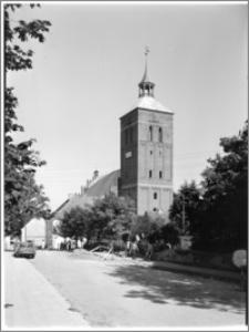Reszel. Kościół parafialny św. Apostołów Piotra i Pawła. Widok od strony zachodniej