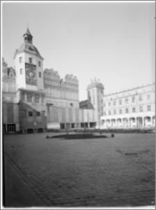 Szczecin. Zamek Książąt Pomorskich. Dziedziniec. Widok na skrzydło południowe i Wieżę Zegarową