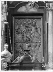 Stary Sącz. Kościół klarysek św. Trójcy i św. Klary. Wnętrze. Obraz w ołtarzu głównym (część górna: Trójca Przenajświętsza; część dolna (od lewej): św. Franciszek, św. Piotr, św. Jan Chrzciciel, św. Paweł, św. Kinga)