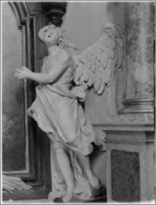 Stary Sącz. Kościół klarysek św. Trójcy i św. Klary. Wnętrze. Figura anioła z bocznego ołtarza autorstwa Baltazara Fontany