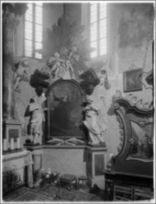 """Stary Sącz. Kościół klarysek św. Trójcy i św. Klary. Wnętrze. Ołtarz boczny autorstwa Baltazara Fontany z obrazem """"Św. Klara"""""""