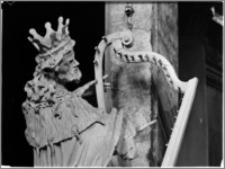 Sandomierz. Bazylika katedralna Narodzenia NMP. Wnętrze. Rzeźba króla Dawida aut. Macieja Polejowskiego pod chórem-fragment
