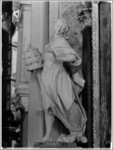 """Sandomierz. Bazylika katedralna Narodzenia NMP. Wnętrze. Rzeźba """"Personifikacja Kościoła"""" aut. Macieja Polejowskiego w nawie południowej"""