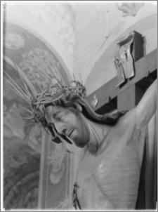 Sandomierz. Bazylika katedralna Narodzenia NMP. Wnętrze. Krucyfiks w nawie głównej-fragment