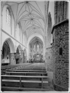 Słupsk – kościół parafialny pw. św. Jacka [nawa – widok w kierunku ołtarza głównego]