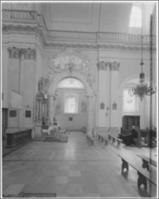 Tarłów – kościół parafialny pw. Świętej Trójcy [wejście od kaplicy płd.]