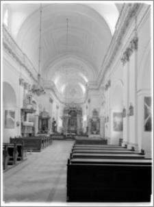 Tarłów – kościół parafialny pw. Świętej Trójcy [widok na ołtarz główny]