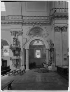 Tarłów – kościół parafialny pw. Świętej Trójcy [wejście do kaplicy płn.]