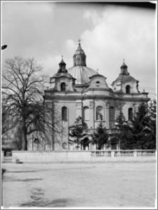 Trzemeszno – kościół parafialny pw. Wniebowzięcia NMP [widok od strony wsch.]
