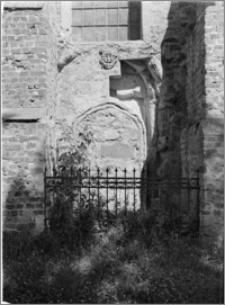 Kazimierz Biskupi [Kościół parafialny pw. św. Marcina – portal na elewacji płd.]