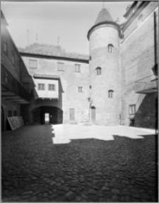 Kętrzyn [Zamek krzyżacki – przededworze]