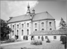 Koźmin [Kościół Pobernardyński pw. św. Stanisława Biskupa Męczennika – elewacja płd.]