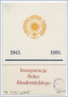 [Zaproszenie. Incipit] Rektor i Senat Uniwersytetu Mikołaja Kopernika w Toruniu uprzejmie zapraszają na inaugurację roku akademickiego 1985/1986 ... 4 października 1985 roku