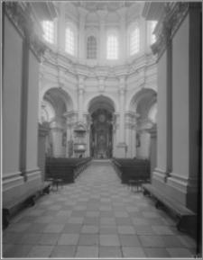 Głogówko (Święta Góra). Kościół pw. Niepokalanego Poczęcia Najświętszej Maryi Panny i Św. Filipa Neri. Nawa główna - widok na ołtarz główny