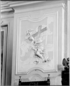 Velehrad (Morawy, Czechy). Bazylika Wniebowzięcia NMP i śś. Cyryla i Metodego. Wnętrze. Sztukateria na kolumnie do kaplicy bocznej po lewej stronie nawy głównej