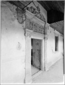 Płakowice [Zamek, portal w krużgankach, I piętro]