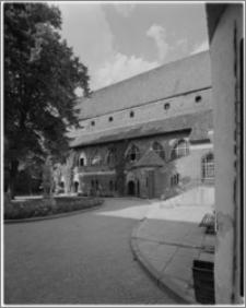 Olsztyn [Zamek, podwórze]