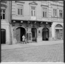 Lwów (Ukraina). Elewacja kamienicy przy ul. Rynek