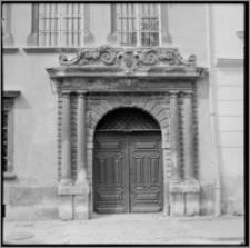 Lwów (Ukraina). Fasada kamienicy przy ul. Rynek