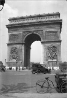 [Łuk Triumfalny w Paryżu]