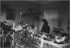 [Stanisława Bereźnicka - fotografia post mortem z siostrą Haliną Bereźnicką w kaplicy pogrzebowej]