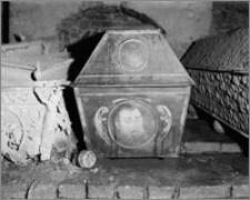 Sieraków (woj. wielkopolskie). Kościół pobernardyński pw. Najświętszej Maryi Panny Niepokalanie Poczętej. Krypta - sarkofag