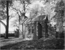 Wlewsk (woj. warmińsko-mazurskie). Kaplica grobowa rodziny Różyckich. Widok od południowego-wschodu