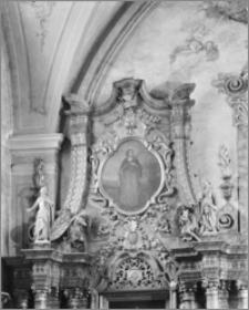 Kalisz. Kościół jezuitów Nawiedzenia NMP (Sanktuarium Serca Jezusa Miłosiernego). Wnętrze. Zwieńczenie ołtarza bocznego