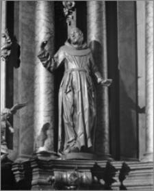 Kalisz. Kościół jezuitów Nawiedzenia NMP (Sanktuarium Serca Jezusa Miłosiernego). Wnętrze. Posąg świętego w ołtarzu głównym