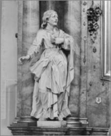 Kalisz. Kościół jezuitów Nawiedzenia NMP (Sanktuarium Serca Jezusa Miłosiernego). Wnętrze. Posąg kobiety w ołtarzu bocznym
