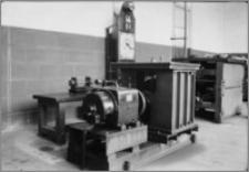 [Rotacyjny aparat testowy w sali doświadczalnej w fabryce amunicji Schneidera&Cie w Hawrze]