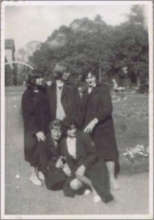 Uczennice w parku